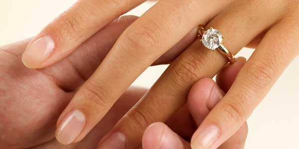 Во сне одевать обручальное кольцо на палец