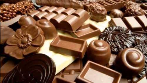 Видеть шоколадные конфеты - к хорошим деловым партнерам и успешной работе.