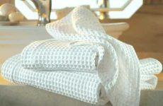 Как эффективно отбелить кухонные полотенца без кипячения?