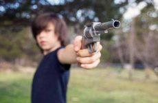Что значит видеть во сне пистолет женщине и мужчине?